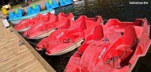 wypożyczalnia rowerków wodnych nad jeziorem sławskim