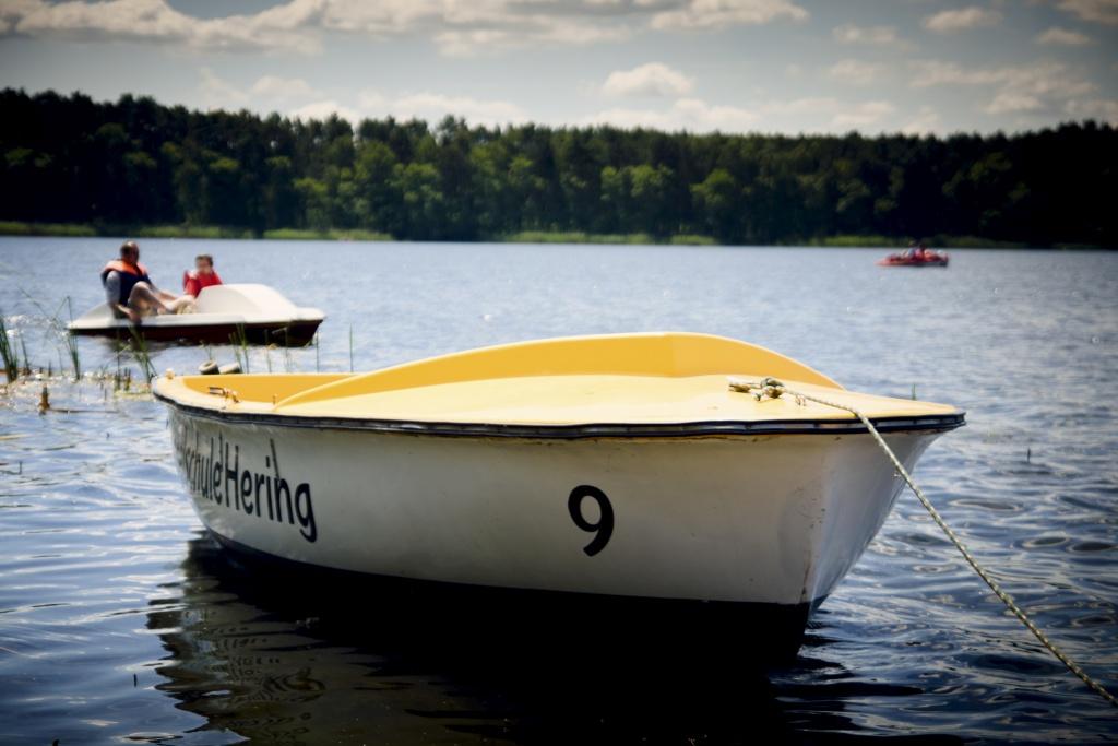 łodzie, łódki, żaglówki i rowerki wodne - jezioro sławskie, Lubiatów, Sława atrakcje