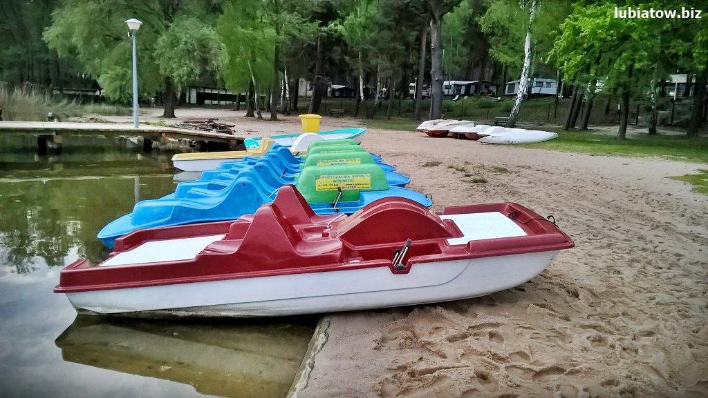 wypożyczalnia żaglówek i łódek, plaża i port w Lubiatowie jezioro sławskie