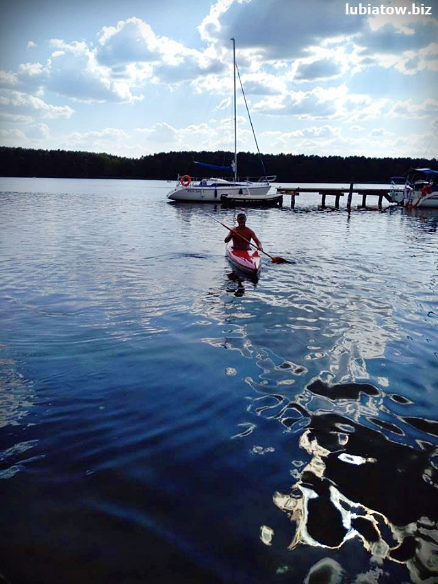 łódki, łodzie wiosłowe i kajaki - wypożyczalnia Lubiatów, ośrodek Master, jezioro Sławskie