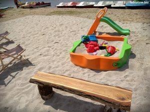 plac zabaw nad jeziorem sławskim w Lubiatowie na nowej plaży