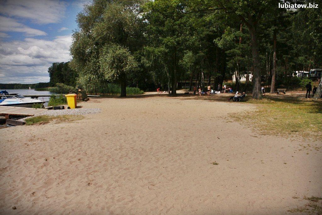 darmowa plaża nad jeziorem sławskim w Lubiatowie