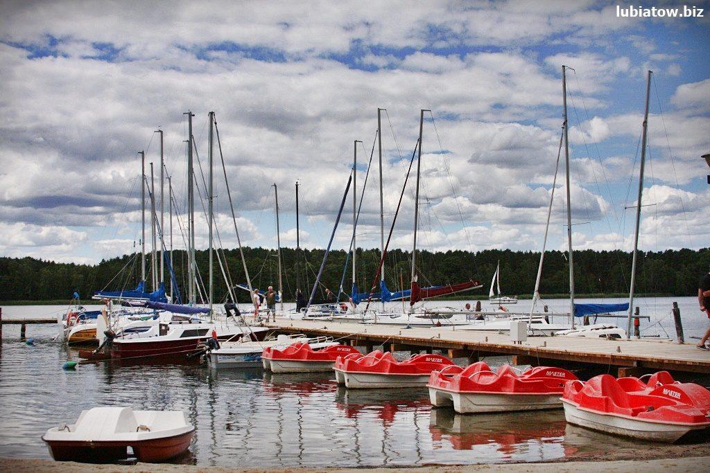 pomost dla żaglówek port w Lubiatowie jezioro sławskie